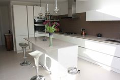 Take a look at our kitchen extension and side return gallery. View our variety of Extensions in the capital. Request a Free Quote online.