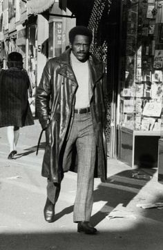 JOHN SHAFT Pretty much the only man that can make turtlenecks look cool. Shaft directed by: Gordon Parks, costume design by: Joseph . Gordon Parks, Movies To Watch Now, Richard Roundtree, Code Black, Black Celebrities, Chef D Oeuvre, Best Black, African American History, Movie Characters