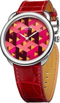 La Cote des Montres : La montre Hermès Arceau H Cube - De la paille, travaillée en marqueterie miniature, offre un motif emblématique aux co...