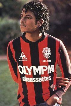 Michael Jackson con la camiseta de OGC Niza
