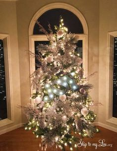 Be inspired with these four beautiful Christmas trees. From whimsical to golden glam there are loads of ideas and DIY tutorials for handcrafted ornaments from MichaelsMakers Skip to my Lou