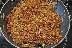 Hackfleischpfanne mit Glasnudeln Minced meat pan with glass noodles, a nice recipe from the category pasta. Pasta And Mince Recipes, Meat Recipes, Asian Recipes, Healthy Recipes, Ethnic Recipes, Carne Picada, Mince Meat, Vegetable Drinks, Paleo Dinner