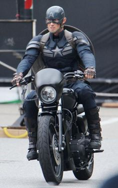 #CaptaiAmerica gets new costume for Winter Soldier  #movies #marvel