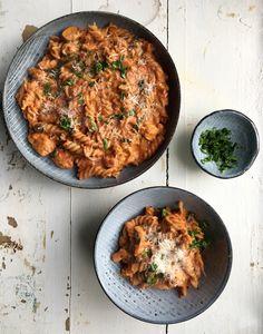 Cremet one pot pasta med tomat og kylling
