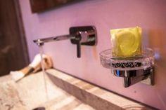 Im privaten Spa sind heute Badezimmer elegante Wohlfühloasen, die individuell eingerichtet sind und zum Relaxen einladen. Farben und Oberflächen tragen dazu genau so bei wie moderne Badewannen und Duschen. Soap, Design, Contemporary Bathtubs, Showers, Bar Soap, Soaps