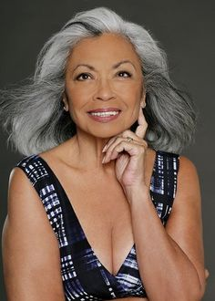 Delores DeVega, I wanna my hair to look like this when I turn silver! Afro, Black Is Beautiful, Beautiful People, Frauen Mittleren Alters, Silver Grey Hair, Gray Hair, White Hair, Natural Hair Styles, Long Hair Styles