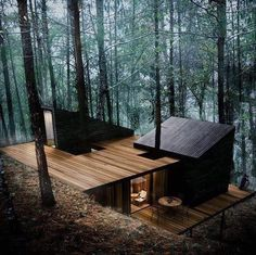 hotel arquitectura 12 moderne Huser mit schner Architektur und Natur - anders anders You are in the right place about Hotel architecture Here we offer you the m Casas Containers, Cabin In The Woods, Home In The Mountains, Cottage In The Woods, Forest House, Forest Cabin, Forest Cottage, Woodland House, Exterior Design