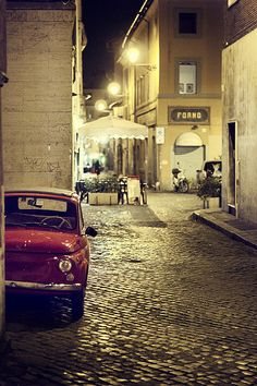 Red Fiat 500 in Rome