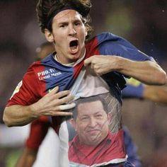 Lionel Messi, fazendo politica com camisa de Hugo Chavez .
