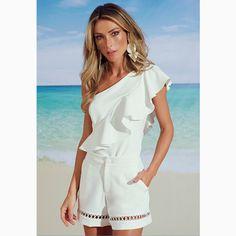O look 'total white' sempre tem um lugar garantido em nosso closet não é mesmo, quem também AMA???#reginasalomao #SS17 #TropicalVibesRS