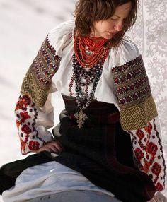 Оба на полотні, в душі моїй оба, Два кольори мої, два кольори: Червоне — то любов, а чорне — то журба , , Ukraine, from Iryna