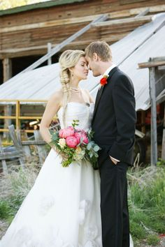 Farm Wedding Inspiration Shoot/ I really want to try this on someone... I need a model? Erika? Lol