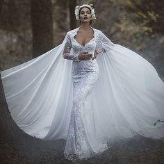 Simply exquisite bridal design, hair and make up by @parukeri_estetike_merita with model @oriolamarashi and photo by @endritmertiri. #parukjeriestetikmerita  #2016 #collection #hair #makeup #veil #model #oriolamarashi #endritmertiri #weddingphotography #p