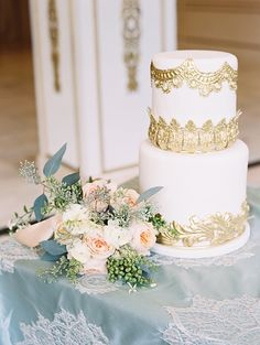 A cake fit for a queen (published on Satin & Snow)