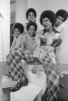 R&B quintet 'Jackson 5' pose for a portrait on June 12, 1971 in Los Angeles, California. (Clockwise from left) Michael Jackson, Tito Jackson, Jermaine Jackson, Jackie Jackson, Marlon Jackson (next to Michael).