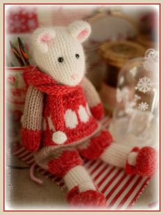 Mouse Knitting Pattern/ 2 WINTER Mice at the por maryjanestearoom