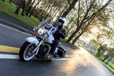Harley-Davidson-FLHR-Road-King-Classic-6.jpg (580×386)