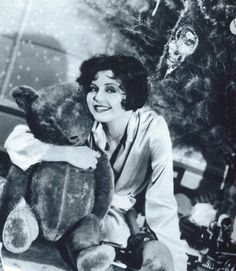 Clara Bow wishing everyone a Merry Christmas.