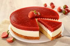 Tort truskawkowy z mascarpone Food Cakes, Cupcake Cakes, Vegan Junk Food, Summer Cakes, Sweet Bakery, Vegan Smoothies, Vegan Kitchen, Pumpkin Cheesecake, Vegan Sweets