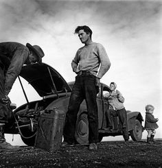 Young family dealing with a broken down car, California by Wayne Miller [aka Migrant Workers (out of gas)] Family Deal, Young Family, Vintage Photographs, Vintage Photos, Wayne Miller, Old Folks, My Generation, Life Goes On, Guys Be Like