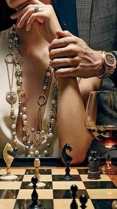 "A man...A woman...A chess set...hmmmm..sounds like the original ""Thomas Crown Affair"""