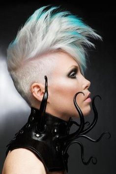 Ultra-Modern Undercut Hair Style with Highlights - Blonde hair looks stunning with turquoise hair highlights. Short Hair Dont Care, Short Hair Cuts, Short Hair Styles, Cyberpunk Mode, Cyberpunk Fashion, Cyberpunk Girl, Cyberpunk Tattoo, Undercut Hairstyles, Girl Hairstyles