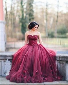 2016 Burgundy Ball Gown Wedding Dresses Sweetheart Neck with Floral Appliques Prom Dress