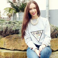 Take a smile #fashion #inspiration #style #sweater #feralstuff #triangle #umad #redlips #lonhair #sweaterweather