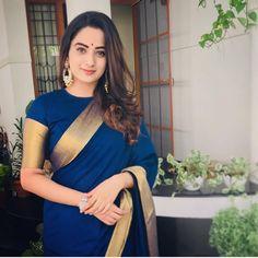 New wedding dresses classic elegant skirts Ideas Sari Blouse Designs, Saree Blouse Patterns, Traditional Sarees, Traditional Outfits, Saree Hairstyles, Plain Saree, Stylish Sarees, Saree Look, Elegant Saree