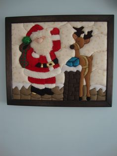 Christmas 2019 : Felt Christmas decorations on wooden frames Felt Christmas Decorations, Christmas Ornaments To Make, Noel Christmas, Christmas Centerpieces, Felt Ornaments, Christmas 2019, Christmas Crafts, Wooden Picture, Christmas Embroidery