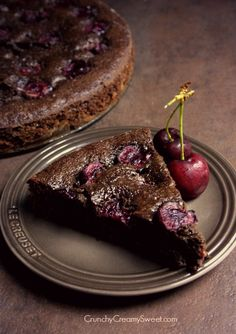 Chocolate Cherry Cake~T~ Chocolate with sweet cherries. Topped with Rum Brown Sugar Greek Yogurt and fresh cherries. Simple Cake for holiday Cherry Desserts, Cherry Recipes, Summer Desserts, Just Desserts, Delicious Desserts, Yummy Food, Sweet Recipes, Cake Recipes, Dessert Recipes