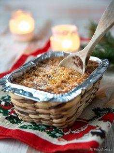 Lanttulaatikko. Muita laatikoita meidän joulupöydästämme ei löydy (kukaan ei niistä oikein välitä), mutta lanttulaatikko on ehdoton – ainakin minun ja Kinuskiemon mielestä. Lanttulaatikon valmistaminen on aina ollut äidin tehtävä. Joskus olen seurannut vierestä, mutta tänä vuonna tein laatikon ensimmäistä kertaa alusta asti itse – tarkoin äidin ohjetta seuraten. Finnish Recipes, Xmas Food, Christmas Kitchen, Fodmap, Christmas Traditions, Oatmeal, Merry Christmas, Food And Drink, Dishes