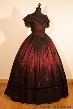L'Atelier d'Esaïkha Création 1850's evening dress, ball gown. Bodice : Truly Victorian TV442