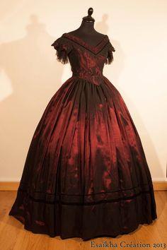L'Atelier d'Esaïkha Création 1850's evening dress, ball gown. Bodice : Truly Victorian TV442