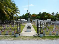 The Key West Cemetery is a 19-acre (77,000 m2) cemetery at the foot ofSolares Hill on the island of Key West,Florida, United States.It is estimated that as many as 100,000 people are buried there.