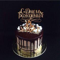 шоколадный красавец 💁🏼 внутри шоколадные бисквиты,вареная сгущенка,кокосовая карамель,шоколадный ганаш,нежный крем-чиз💁🏼 📌Все дополнительные вопросы по заказу: direct/☎8 (908) 708-50-78 Екатерина