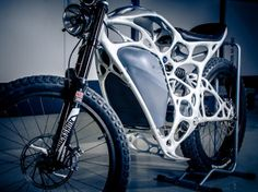 The Light Rider is an electric motorbike that weighs just 77 pounds and has a frame like an alien skeleton. Moto Design, 3d Design, Yanko Design, Design Concepts, Impression 3d, Motorcycle Design, Bicycle Design, Motorcycle News, Rider