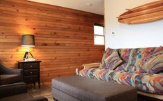 This 2 story cabin is great for a gathering of friends or family. It has 2 bedrooms, one with a queen bed and one with a king bed, plus a sitting room with a queen hide-a-bed and a second hide-a-bed in the living room. King Beds, Queen Beds, Hidden Bed, Sofa, Couch, Us Beaches, Cabins, Bedrooms, Crystal