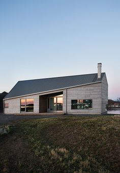 A beautiful home in Vesterålen, Norway, spotted via Norwegian Bo Bedre Modern Tiny House, Tiny House Design, Modern House Design, House Roof Design, Modern Architecture Design, Residential Architecture, Ideas Cabaña, Norwegian House, Facade House