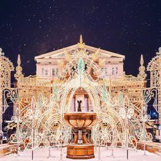 Sparkling City of Moscow Celebrates Orthodox Christmas in a Magical Flurry of Snow and Light - My Modern Met