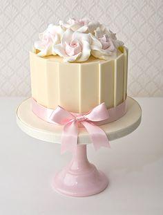 white-chocolate-plaque-and-rose-birthday-cake