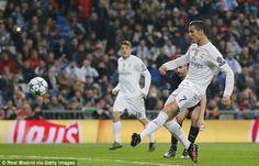 Kenapa Cristiano Ronaldo tidak jarang 'menghilang' dalam big match masa ini? Pertanyaan itu menyeruak sesudah Real Madrid dipecundangi Villarreal 1-0, & CR7 kembali kehilangan sentuhannya. Terdaftar, dalam tujuh laga gede yg dilalui Los Blancos periode ini, Ronaldo hanya dapat membukukan satu gol saja! Kemana ketajamannya yg begitu menggila selagi ini? Berkata perolehan gol, Cristiano Ronaldo Cristiano Ronaldo, Real Madrid, Soccer, Running, Sports, Image, Period, Football, Racing