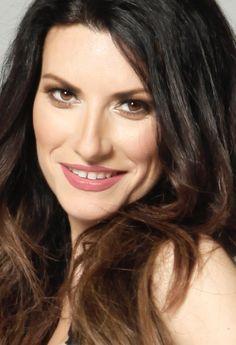 Laura Paussini, Divas, Singing Contest, Pop Rock Music, Female Character Inspiration, World Photo, Photo Memories, Pop Singers, Bruce Lee