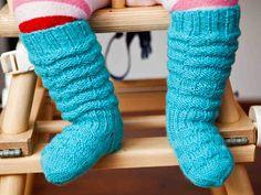 Vauvan neulotut, ryppyvartiset sukat pysyvät hyvin pikkutemmeltäjän matkassa. Knitting For Kids, Knitting Socks, Crochet Baby, Knit Crochet, Baby Clothes Blanket, Boot Cuffs, Leg Warmers, Sewing, Crocheting