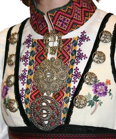 Norwegian folk dress jewelry and details in clothing Folk Costume, Costumes, Scandinavian Embroidery, Norwegian Style, Clothing And Textile, Thinking Day, Textiles, Traditional Dresses, Folklore