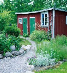 rabatt torp Scen-sommar i trdgrden Hus amp; Swedish Cottage, Red Cottage, Garden Cottage, Home And Garden, Modern Garden Design, Patio Design, Minimalist Garden, Outdoor Areas, Garden Styles