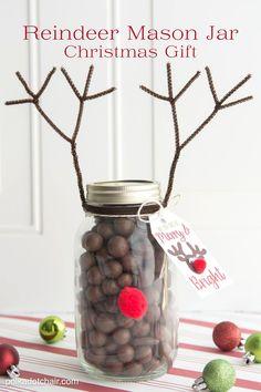 Reindeer Mason Jar Christmas Gift idea, so cute and easy. Would make a fun…