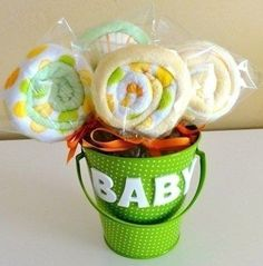 How cute are these Washcloth Lollipops! They're a lovely gift for a Baby Shower and will be appreciated by any new Mum.