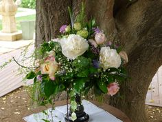 Elegant and natural. Flowers for your big day by our in house floral designer Flowers For You, Bologna, Big Day, Floral Design, Floral Wreath, Villa, Wreaths, Weddings, Elegant