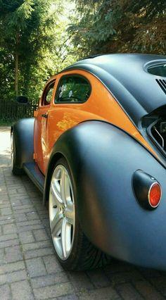 Matte Black over Tangerine VW Beetle Volkswagen Käfer Harley Davidson Racing colours orange and black Auto Volkswagen, Vw T1, Supercars, Carros Vw, Kdf Wagen, Vw Vintage, Vw Cars, Vw Beetles, Car Car